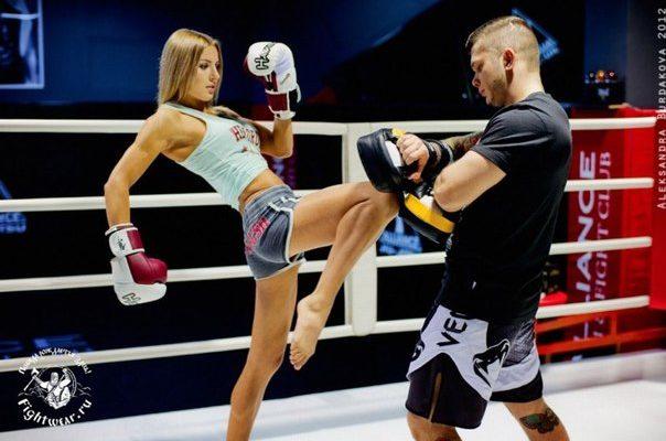 Тренируйтесь, как бойцы: как привести себя в форму с помощью кикбоксинга