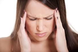 5 упражнений из йоги, которые помогут справиться с головными болями